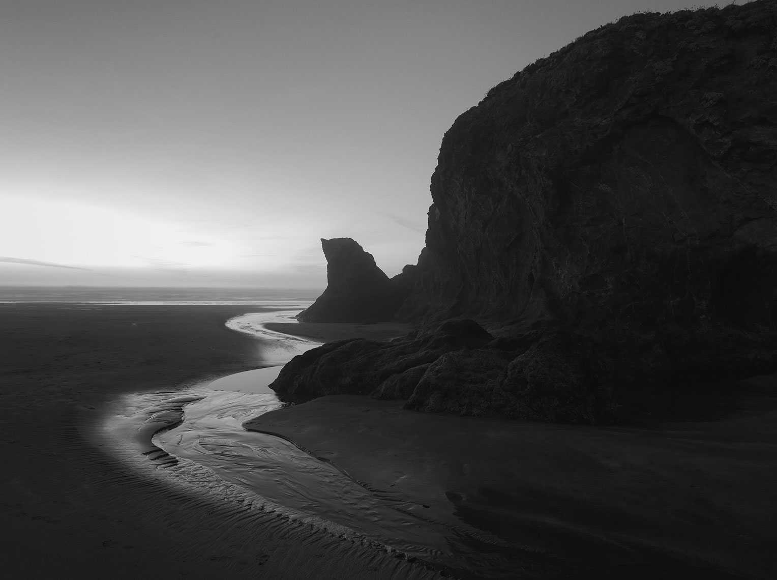 jeff-green-beach-cliff-edge-california-black-and-white