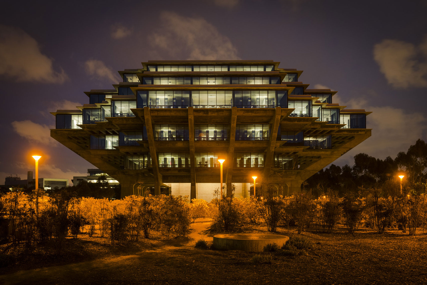 jeff-green-geisel-library-ucsd-la-jolla-exterior-architecture-night