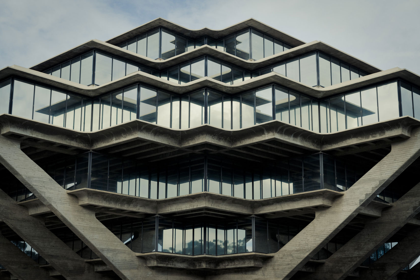 jeff-green-geisel-library-ucsd-la-jolla-exterior-architecture-symmetry