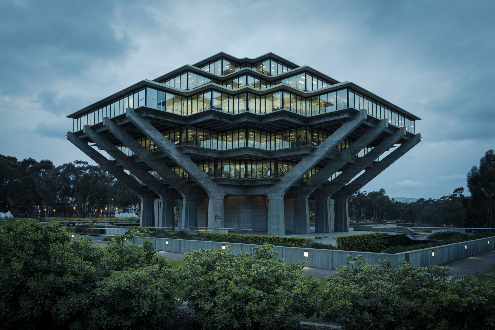 jeff-green-geisel-library-ucsd-la-jolla-exterior-architecture