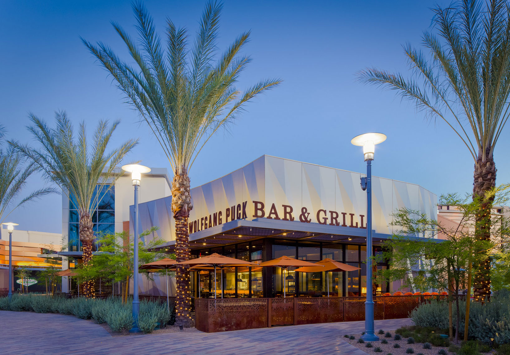 jeff-green-restaurant-exterior-wolfgang-puck-bar-and-grill-las-vegas