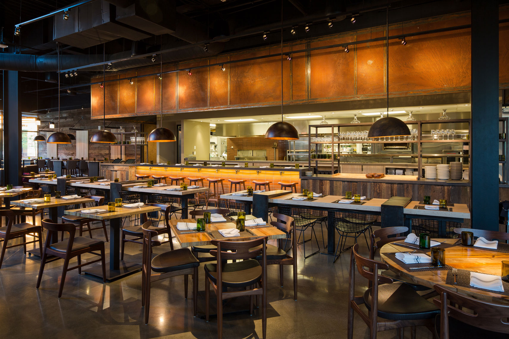 jeff-green-restaurant-interiors-wolfgang-puck-bar-and-grill-las-vegas