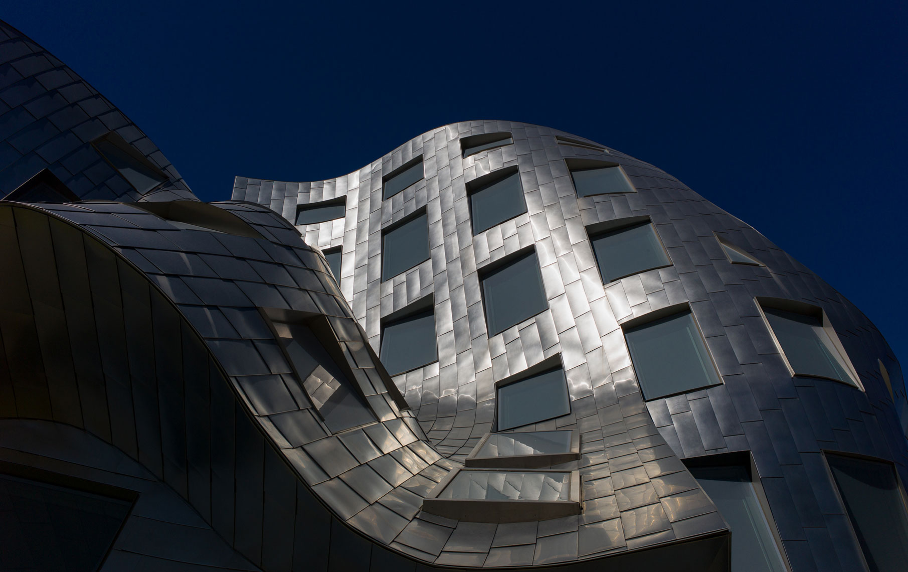 jeff-green-ruvo-center-for-brain-health-las-vegas-exterior-architecture-detail